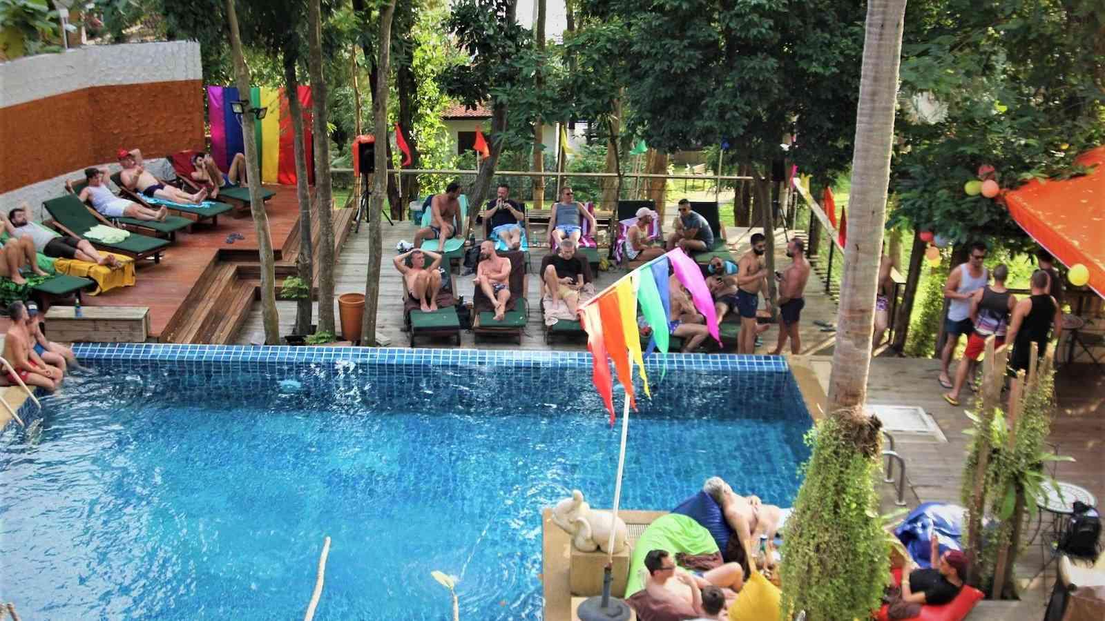 O resort Alpha Gay em Koh Samui é o maior resort para gays na Tailândia
