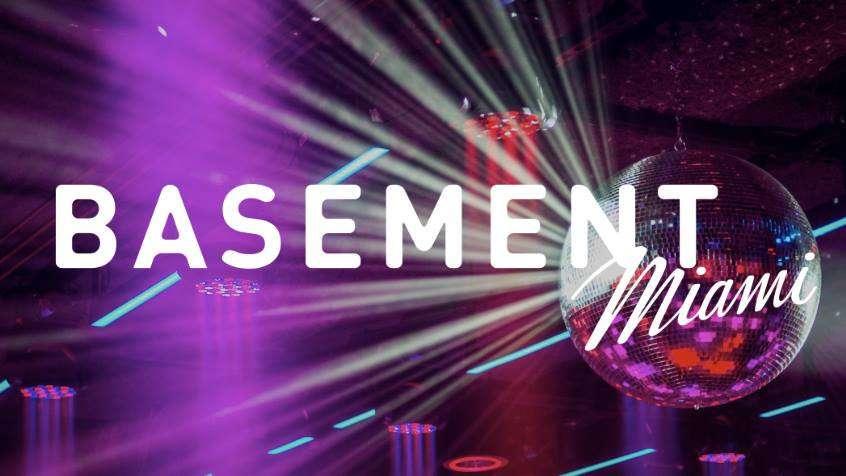 Basement é um clube gay muito legal em Miami, onde você pode até jogar boliche ou patinar no gelo!