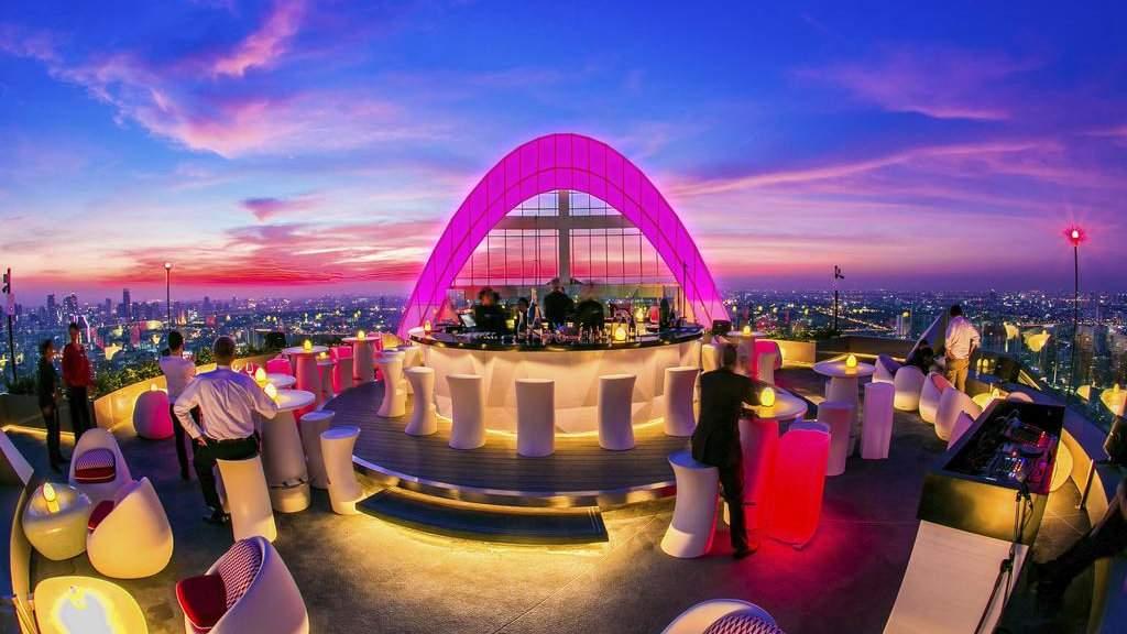 Centara Grand é um hotel luxuoso em um arranha-céu onde os viajantes gays em Bangkok podem desfrutar de vistas incríveis