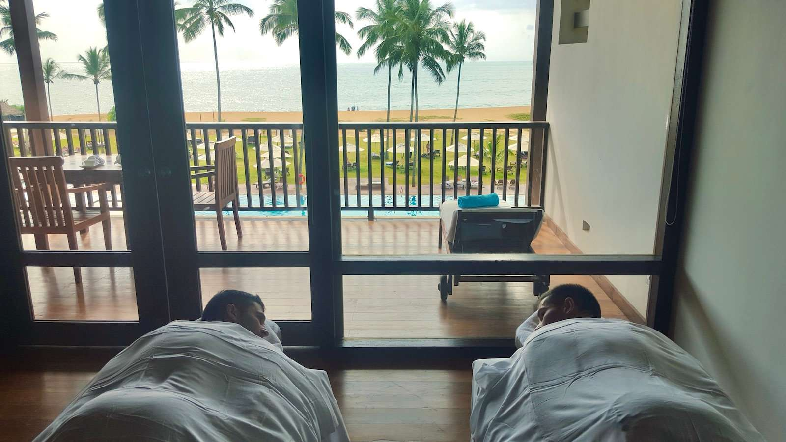 There aren't really any gay saunas or spas in Negombo, but you can still have a relaxing massage