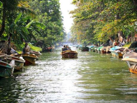 Exploring the canals of Negombo is a fun way to learn about the city's Dutch history
