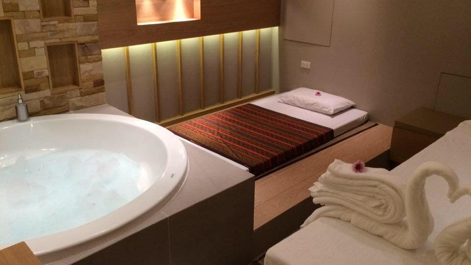 The Paradise é uma adorável massagem, spa e salão de beleza gay em Bangkok que amamos