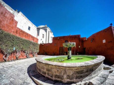 O Mosteiro de Santa Catalina em Arequipa é imperdível para quem visita a cidade