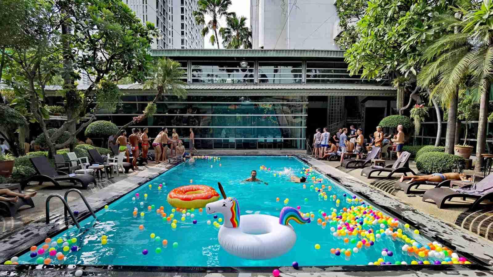 O Babylon é um hotel apenas para gays em Bangkok, com muitas áreas para os viajantes gays se divertirem