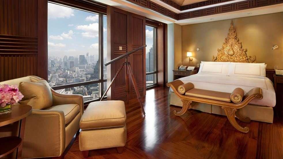 O The Peninsula é um dos hotéis gays mais luxuosos de Bangkok, com uma localização privilegiada à beira do rio