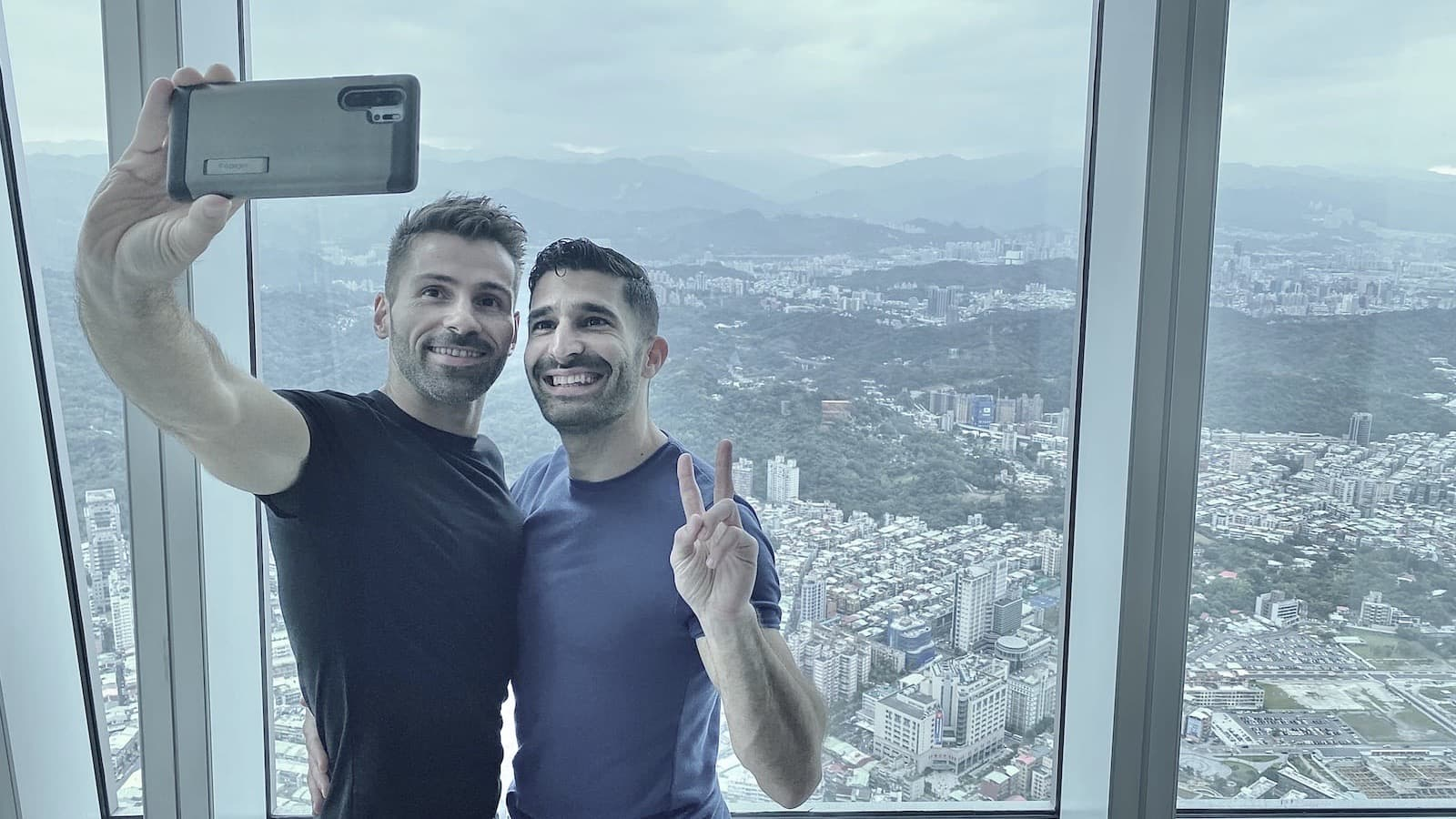 Best gay travel apps for LGBTQ travelers