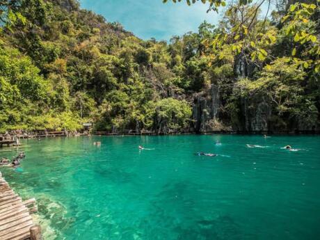 Coron é um local maravilhoso em Palawan para nadar, mergulhar ou andar de caiaque