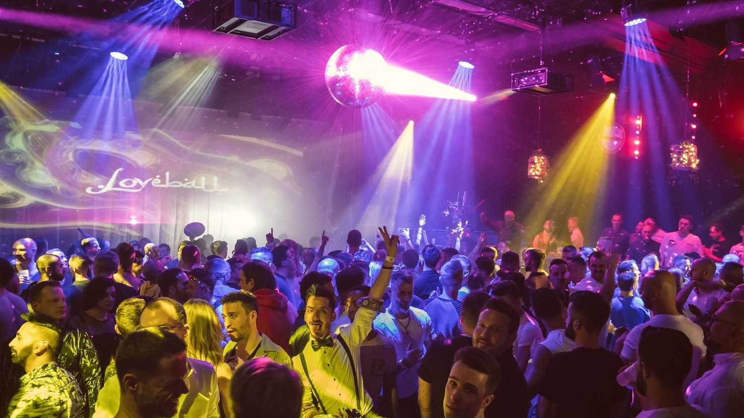 Loveball is a sumptuous gay New Year's Eve party held in Vienna