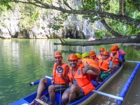 O rio subterrâneo perto de Puerto Princessa em Palawan é imperdível para todos os visitantes da área