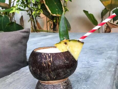 O Sava Beach Bar é um local divertido e inclusivo para os viajantes gays tomarem uma bebida em Palawan