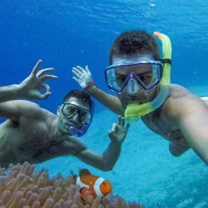 Participar de um passeio pelas ilhas é uma maneira fácil de encontrar os melhores locais para mergulho com snorkel em El Nido