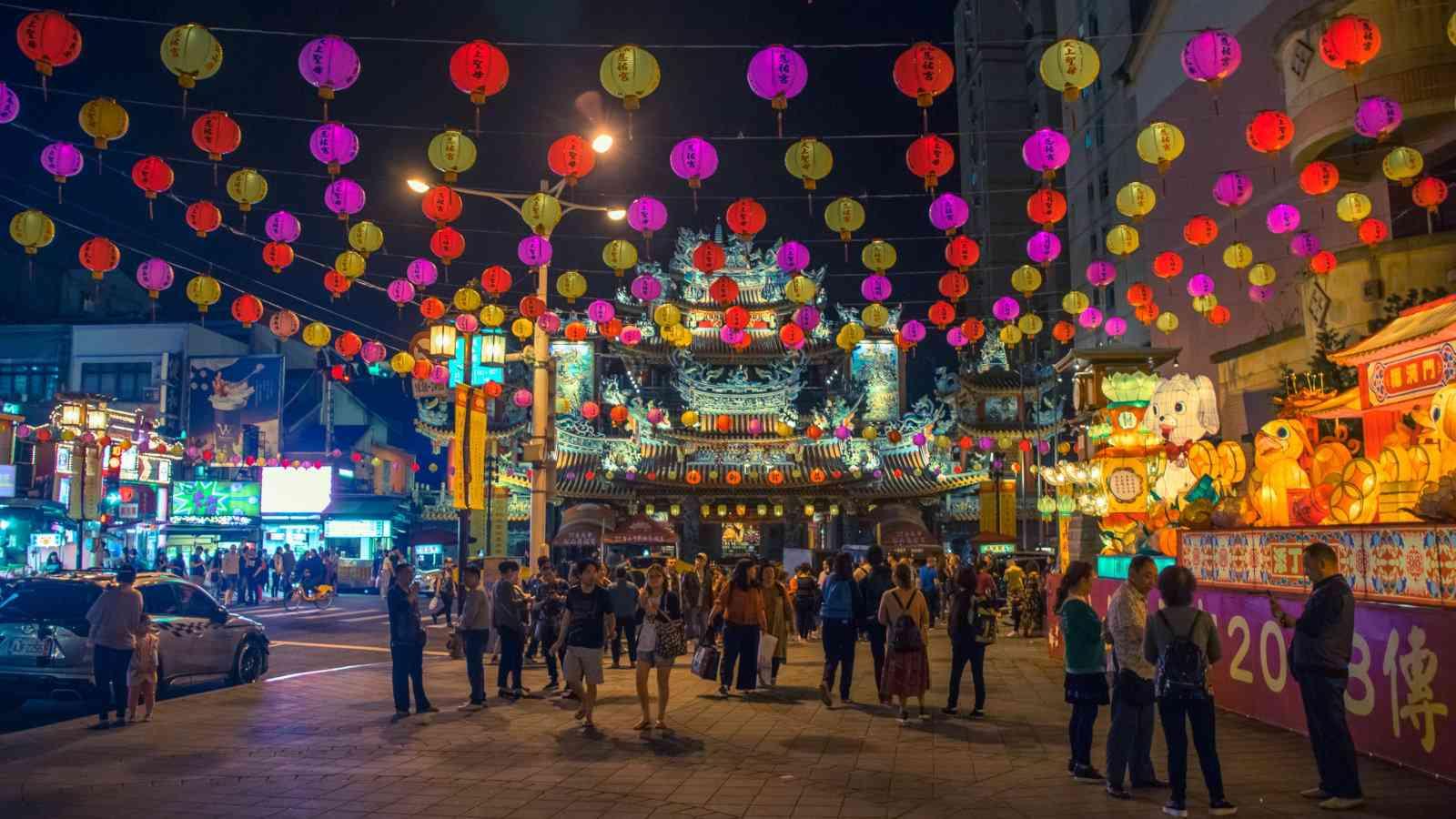 Encontre as melhores atividades e passeios para fazer na movimentada Taipei