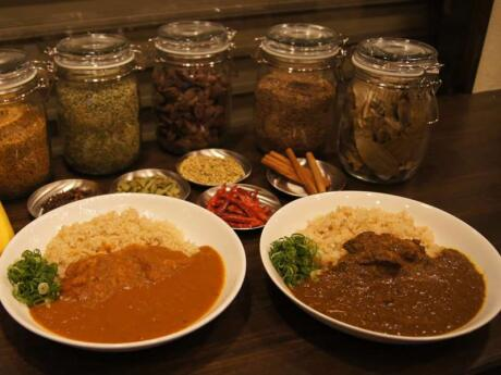 Yakumido is a real 'hole in the wall' curry restaurant in Osaka, which serves delicious food!