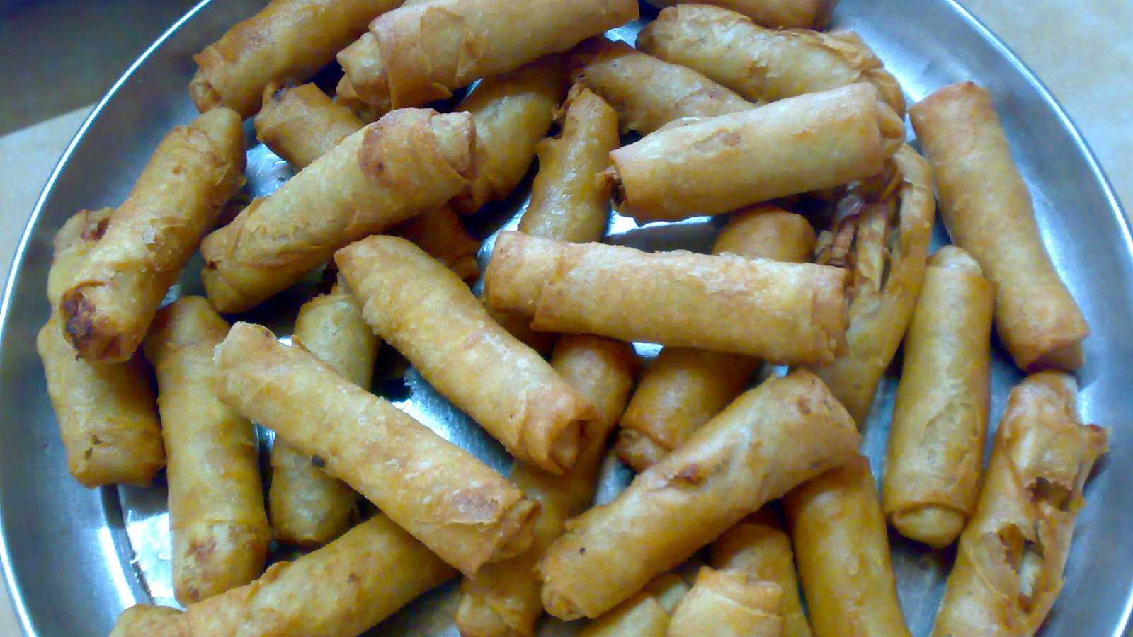 The Filipino version of spring rolls are called lumpia and while small they are packed with yumminess