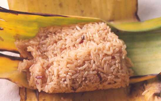 Xoi Xeo is the name of the yummy traditional sticky rice dish you need to try when in Vietnam!