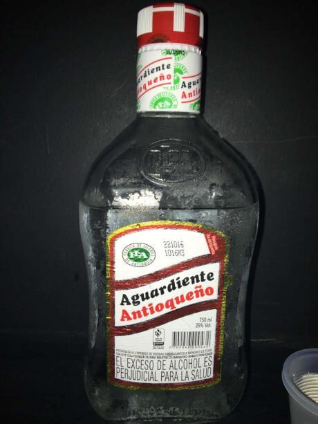 Aguardiente é a bebida nacional da Colômbia e o nome significa literalmente aguardente!