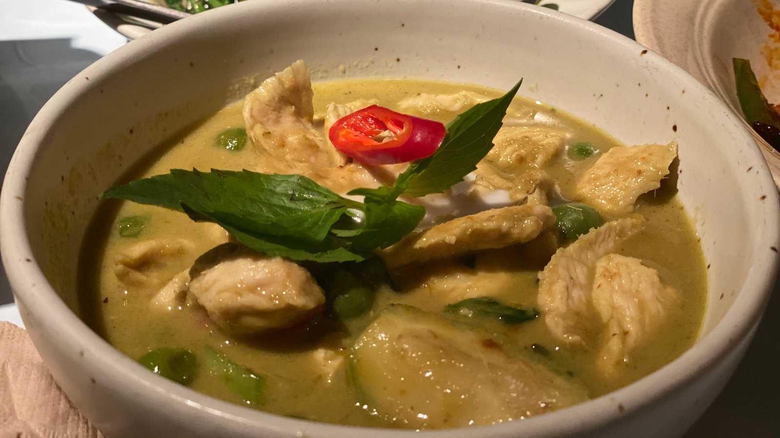 O curry verde tailandês pode ser bem picante, mas adoramos