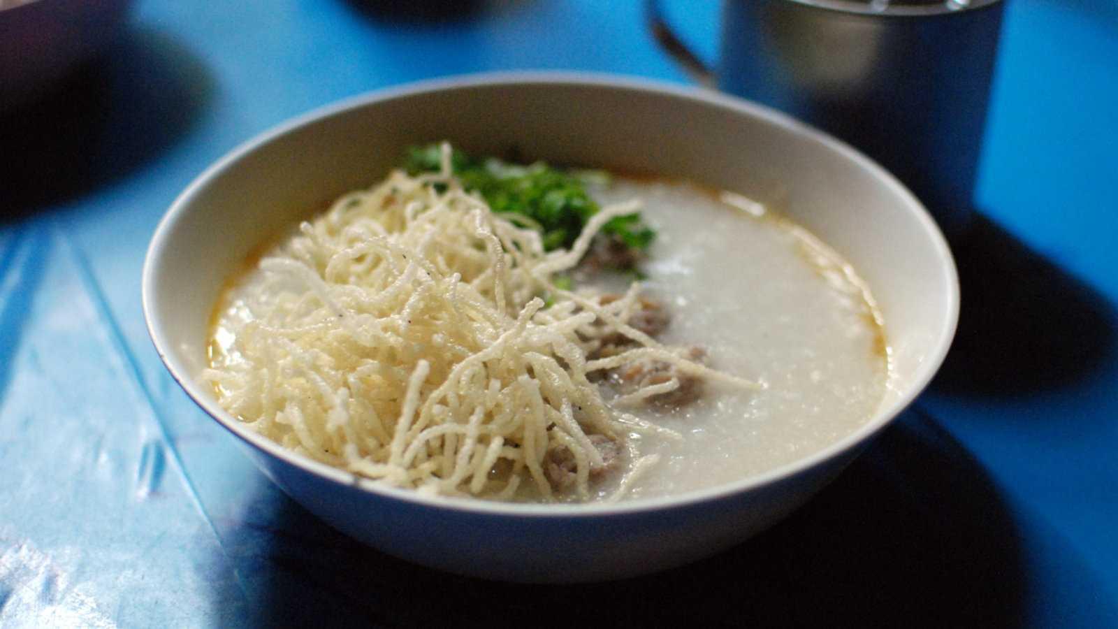 Jok é a versão tailandesa de um mingau de arroz ou congee, e geralmente servido no café da manhã