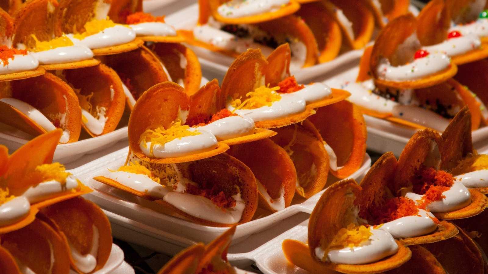 Khanom bueang parecem tacos, mas na verdade são um tipo de panqueca tailandesa crocante e doce