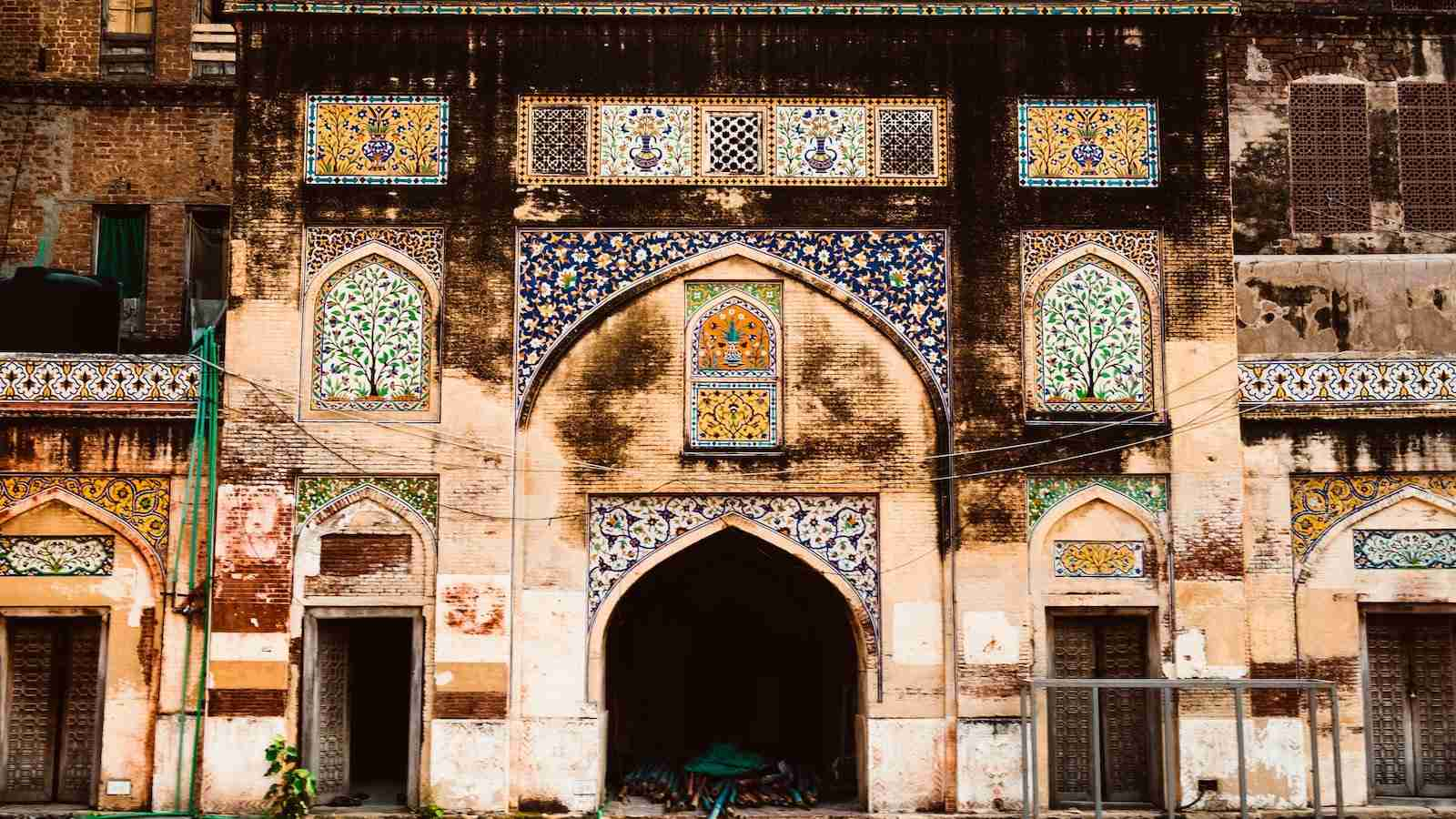 Pakistan features some stunning natural beauty along with gorgeous cities like Lahore