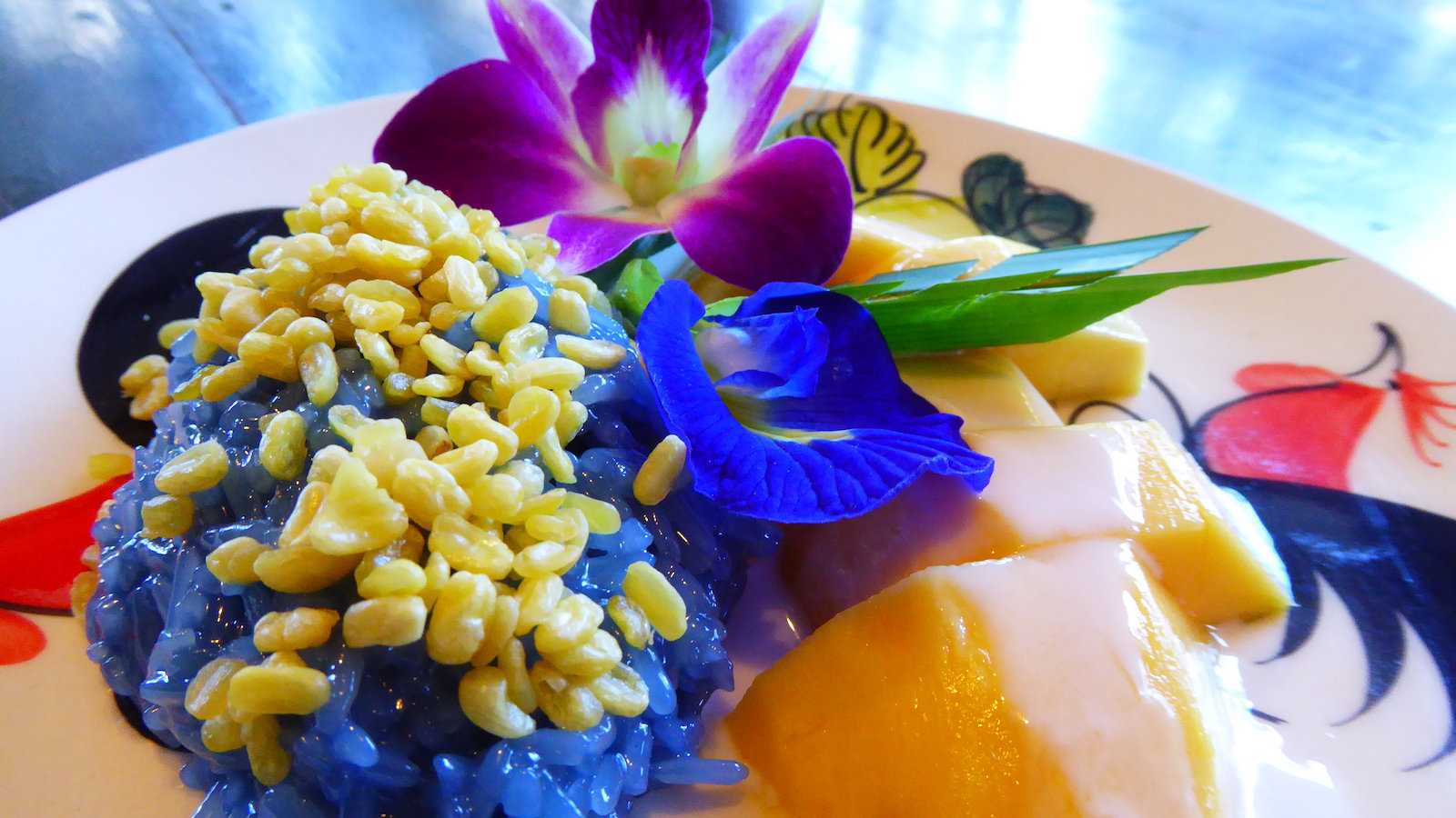 One of the most popular desserts in Thailand is the simple mango with sticky rice dish