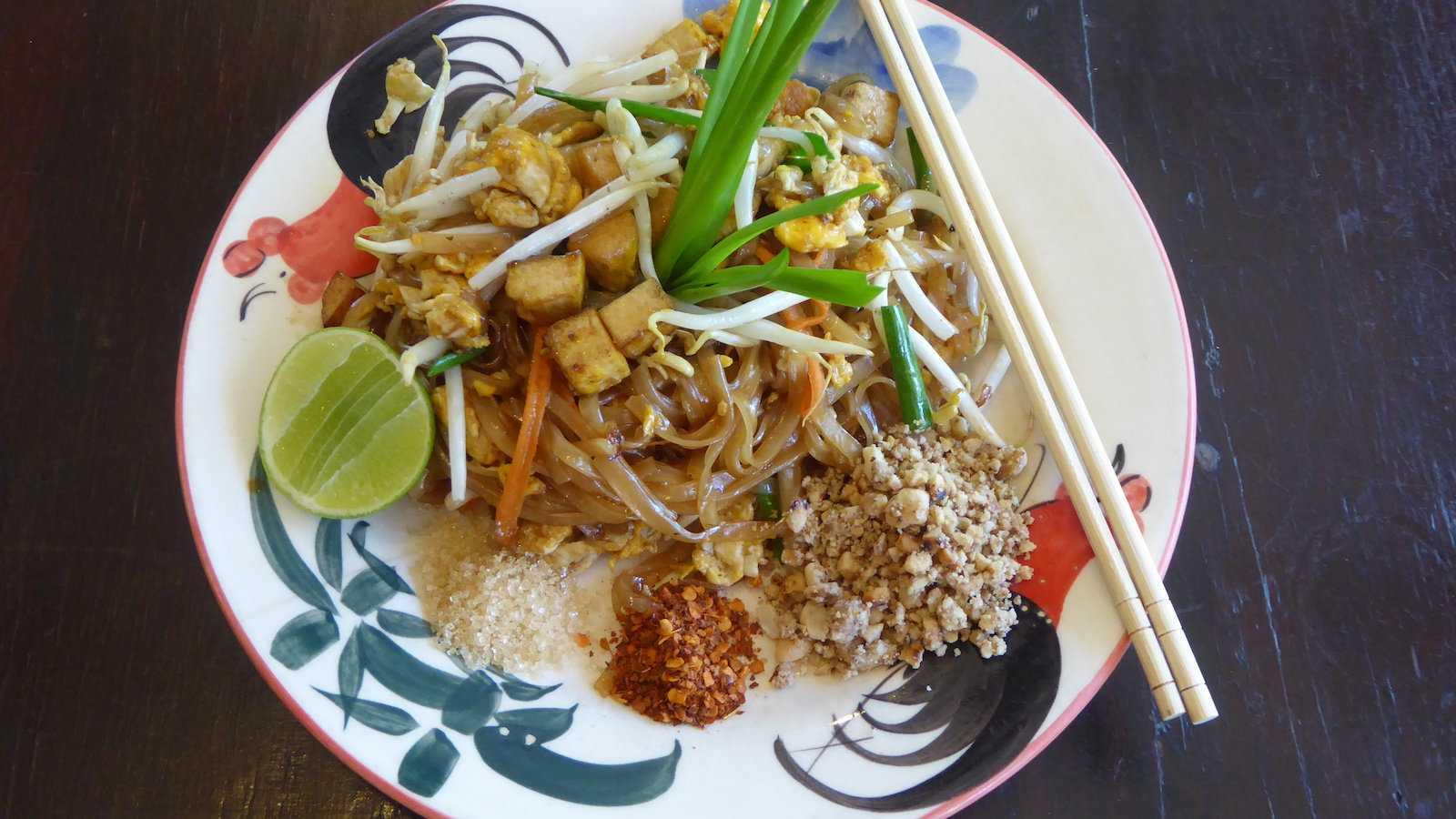 O prato nacional da Tailândia, o Pad Thai, é delicioso e fácil de encontrar em todo o país