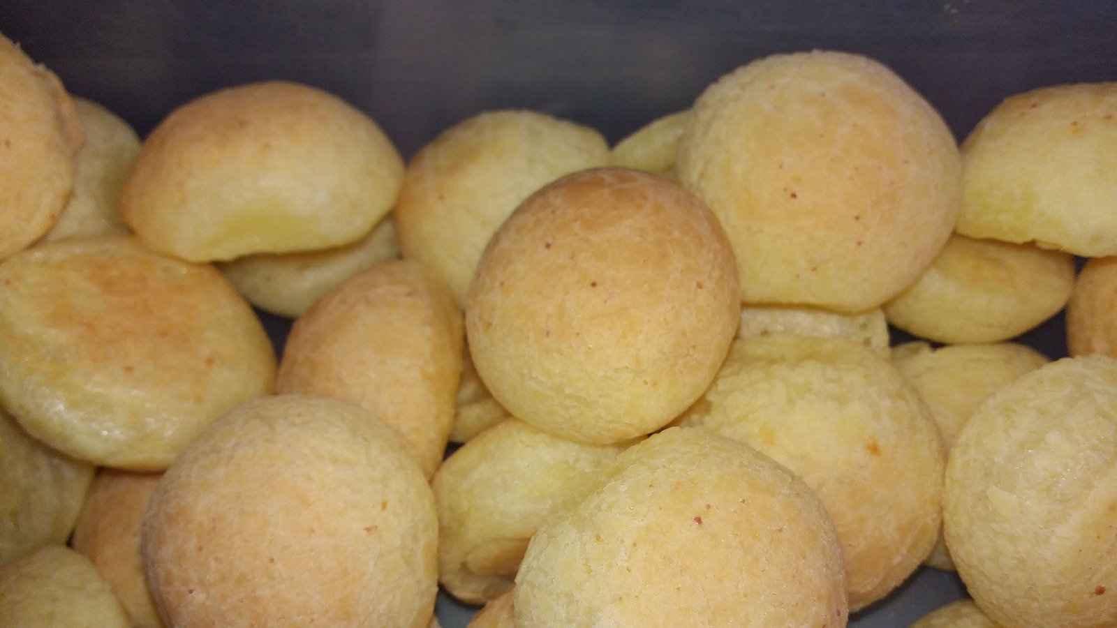Pandebono são lindas bolas de pão de queijo da Colômbia que você vai adorar