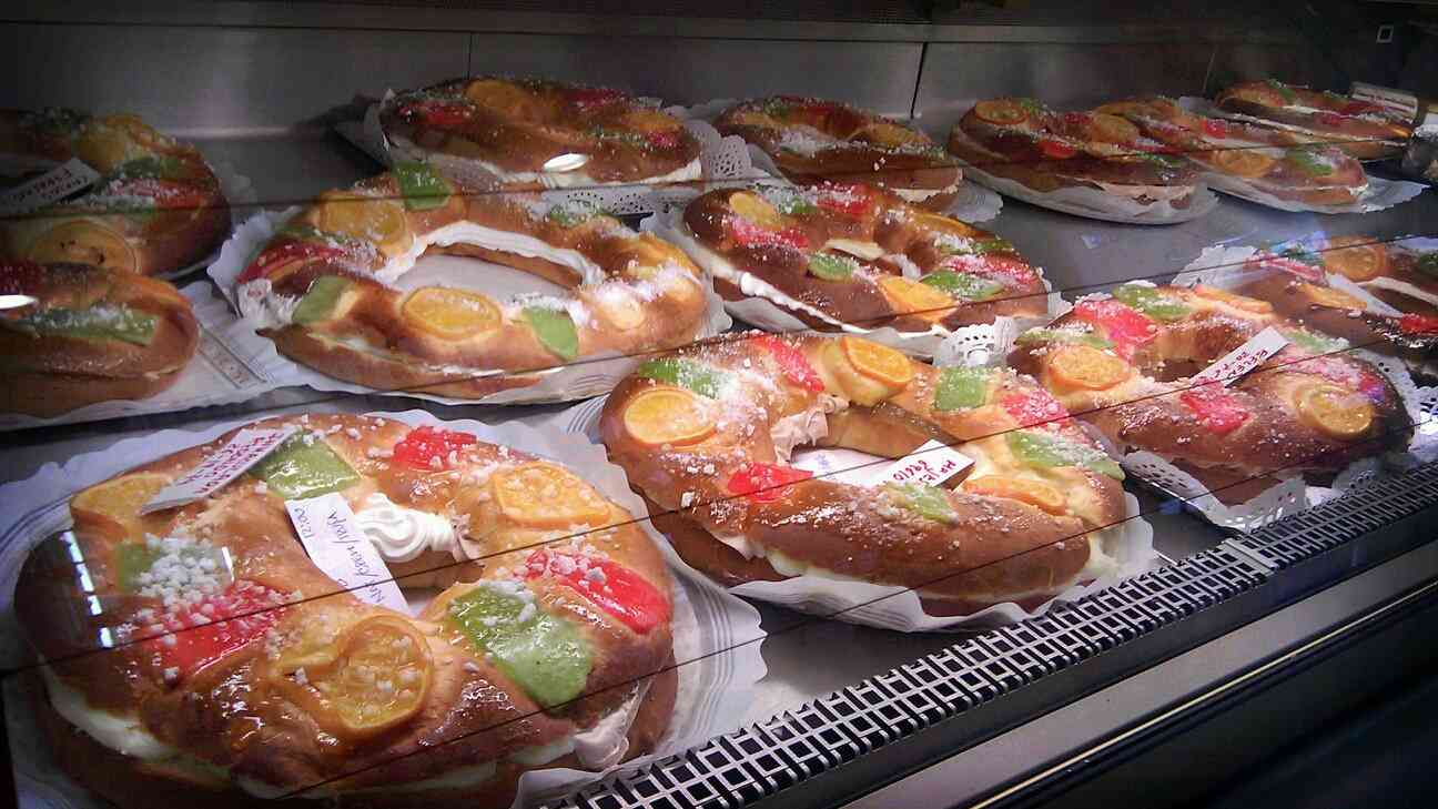Roscones were our favorite baked good in Colombia - a deliciously gooey pastry