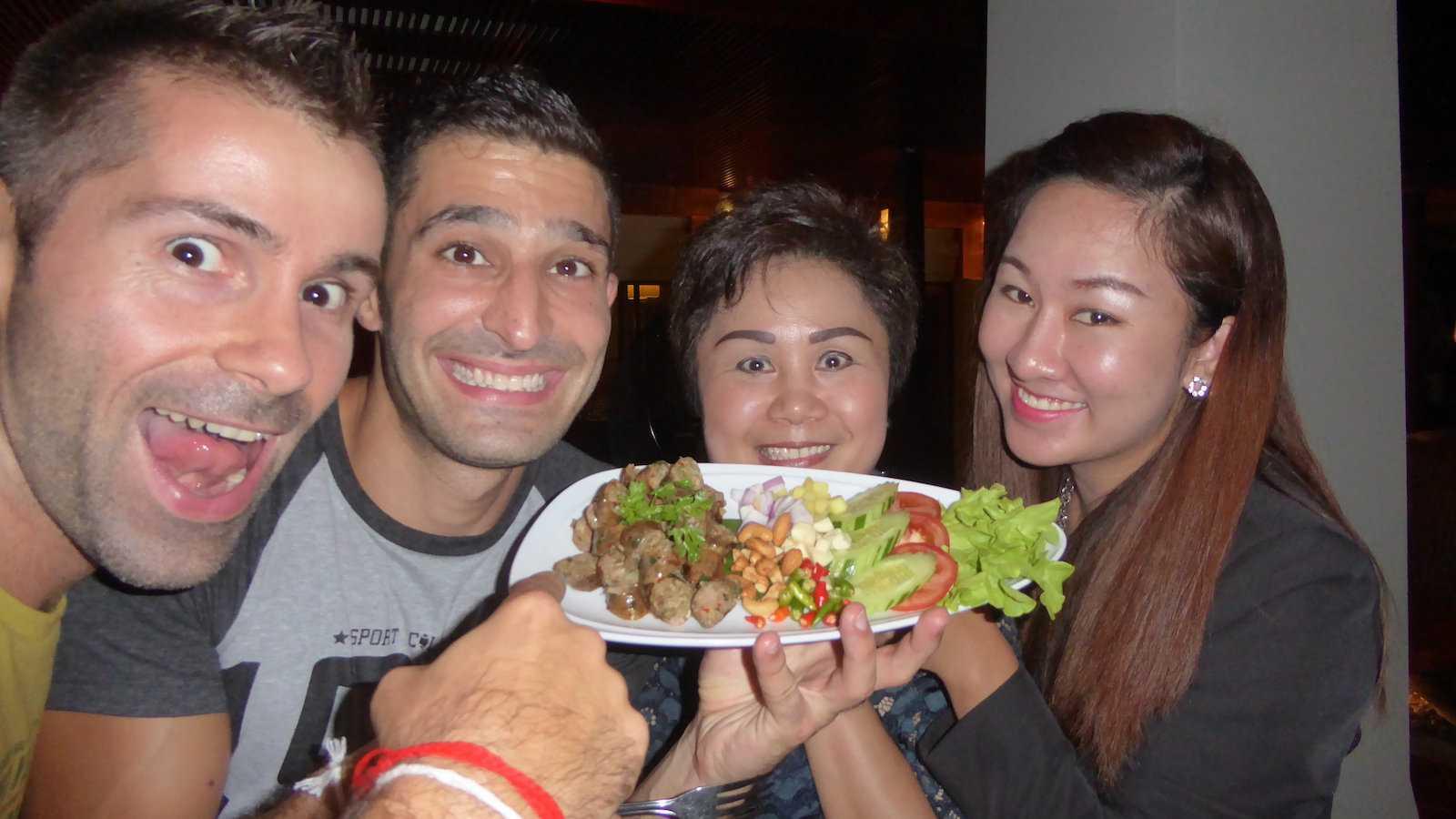 Sai ua é uma salsicha picante do norte da Tailândia que agora é popular em todo o país