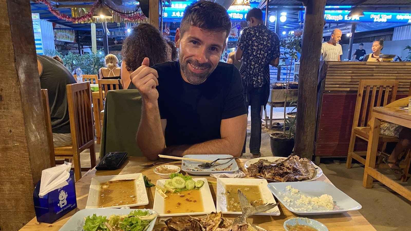 A comida tailandesa é tão boa que você a fará desaparecer facilmente!