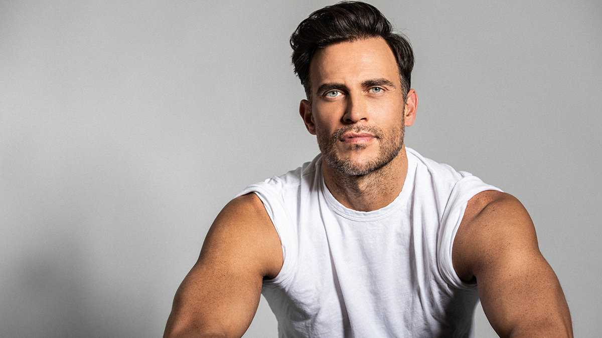 Cheyenne Jackson is one droolworthy gay actor that you can see in Disney or American Horror Story!