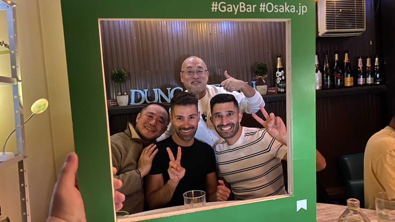 Adoramos explorar os divertidos bares gays de Osaka