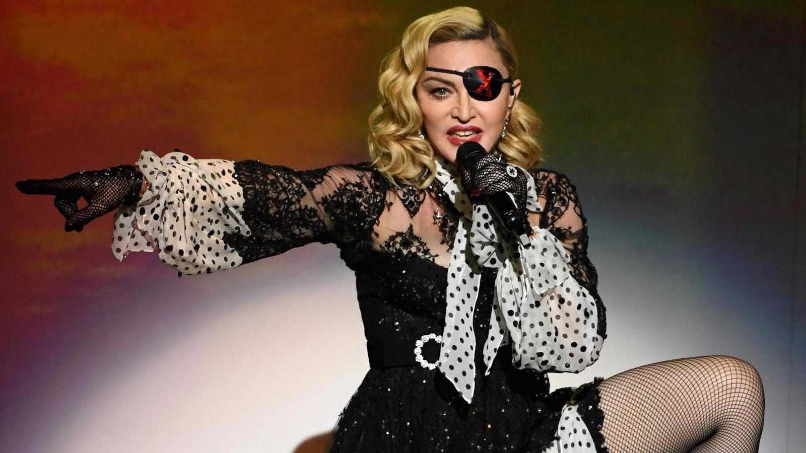 Madonna é um ícone não apenas por sua moda e música ferozes, mas também por seu trabalho de promoção dos direitos gays