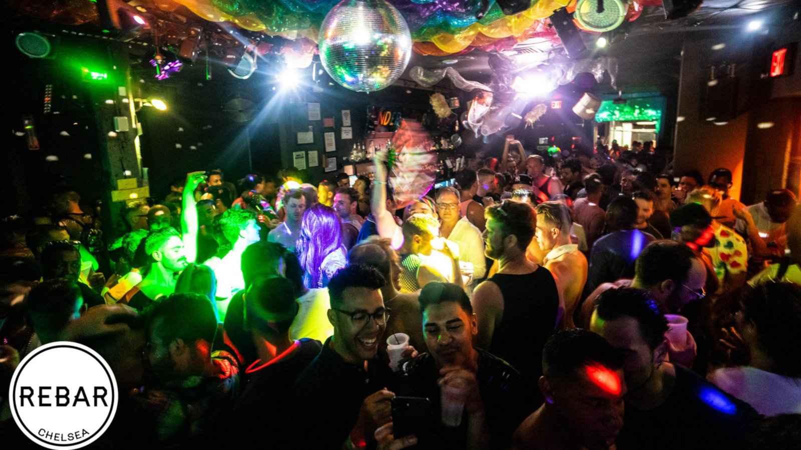 Rebar é um bar gay fabuloso na cidade de Nova York, no bairro de Chelsea