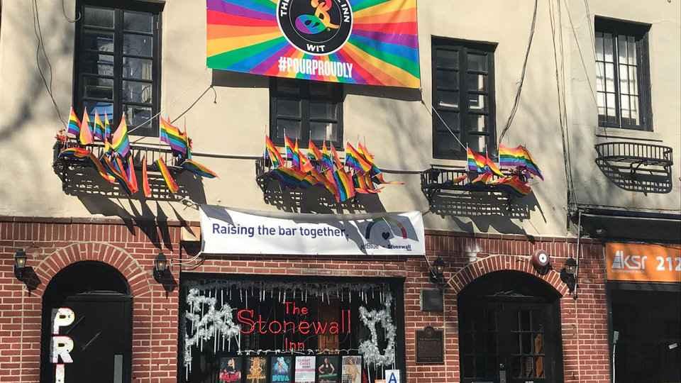 O Stonewall Inn é um dos melhores, e definitivamente o mais famoso, bares gays da cidade de Nova York