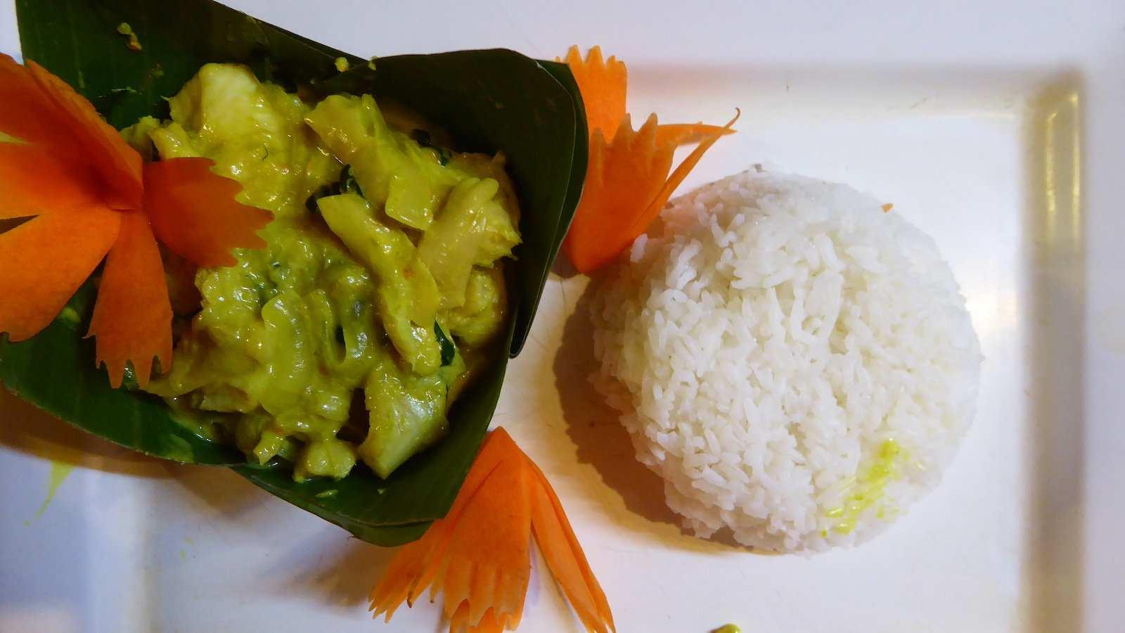 Fish amok é um curry cremoso que costuma ser chamado de prato nacional do Camboja