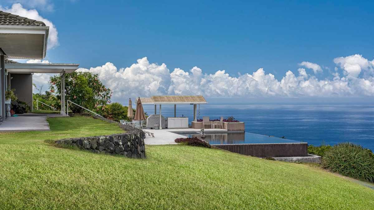 A incrível piscina infinita e as vistas são apenas parte do motivo pelo qual Horizon Guest House é um dos melhores resorts gays no Havaí