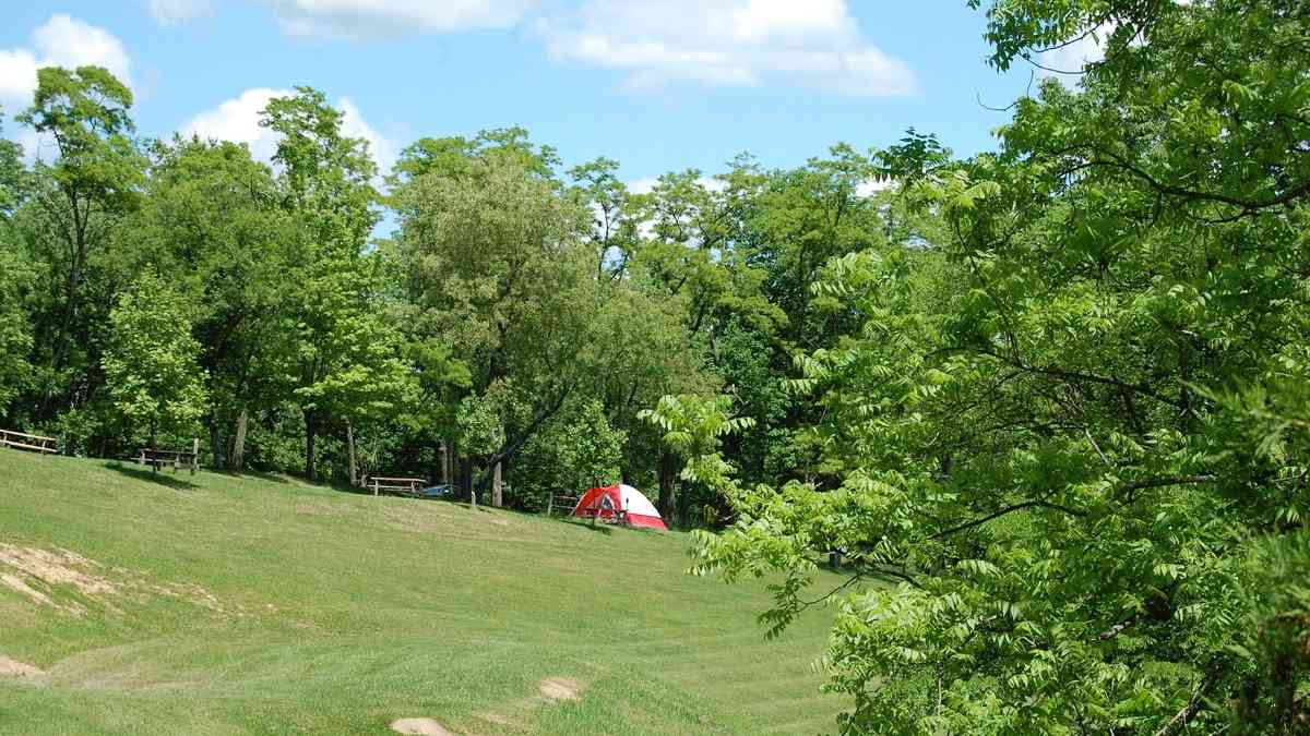 Roseland Resort is a gorgeous gay campground in West Virginia with plenty of amenities and fun events