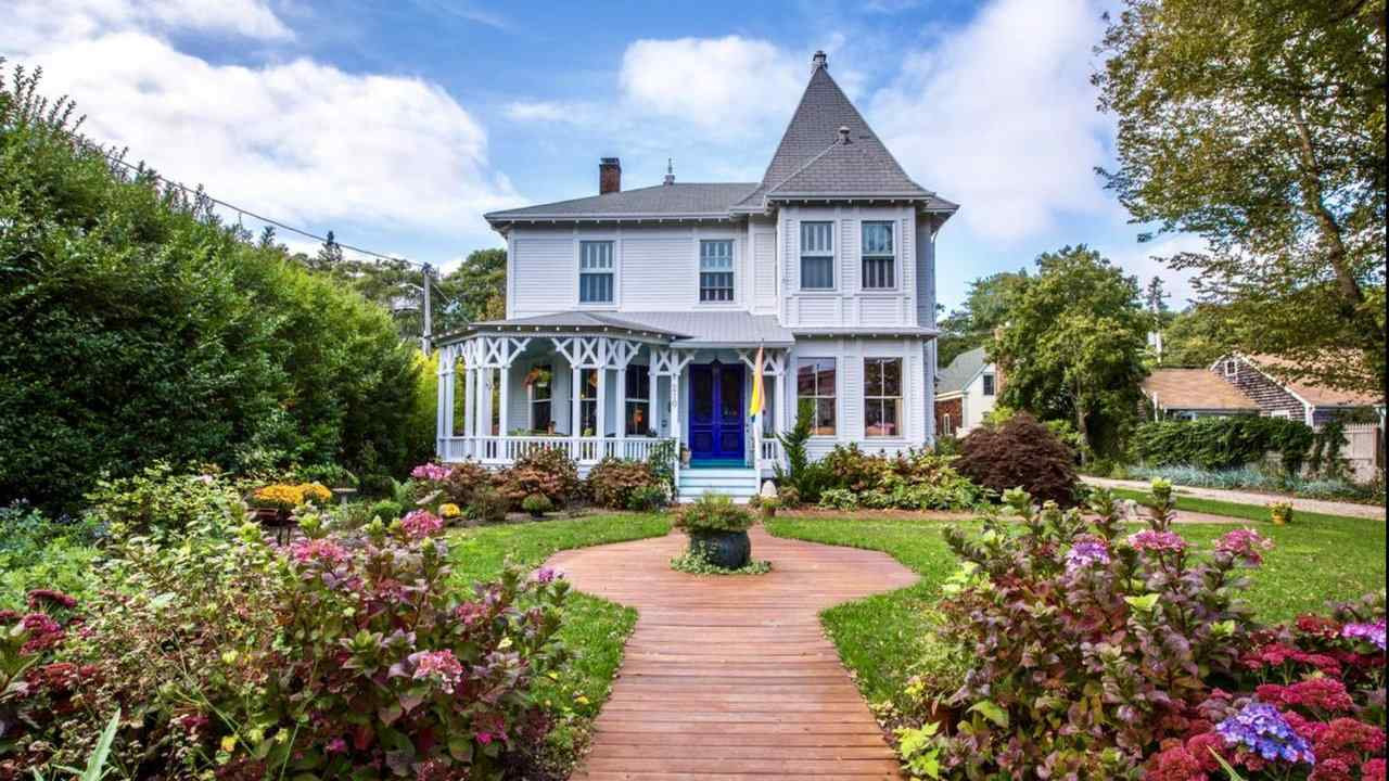 Stowaway is a charming gay guesthouse in the well-known gay destination of Provincetown