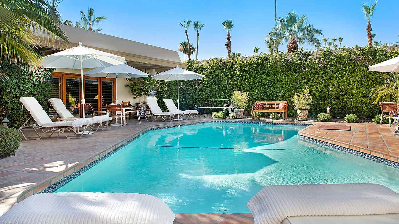 The Hacienda at Warm Sands is a cosy and luxurious resort in Palm Springs