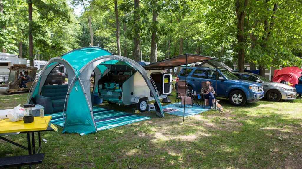For some of the best gay events at a campground ever, head to Creek Ridge campground