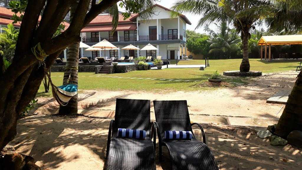 IMAGINE Villa Hotel is a lovely boutique hotel right by the beach in Mirissa
