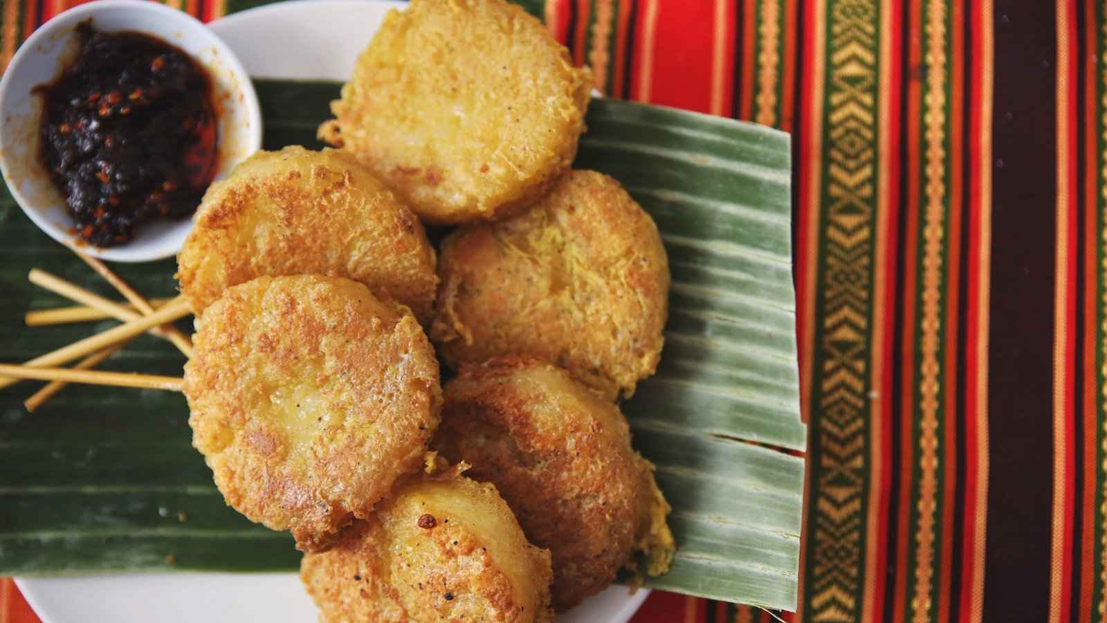 Khao jee are sticky rice patties cooked on skewers and a street food from Laos you should try!