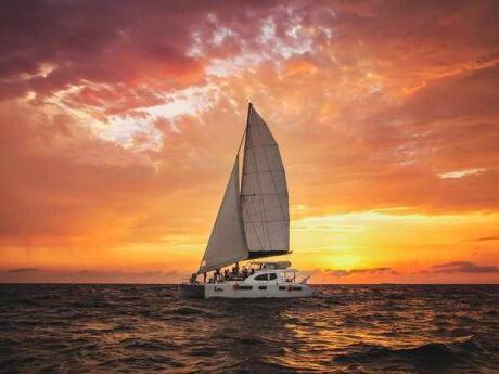 Um cruzeiro romântico ao pôr do sol é uma experiência que você definitivamente precisa ter ao visitar Playa del Carmen